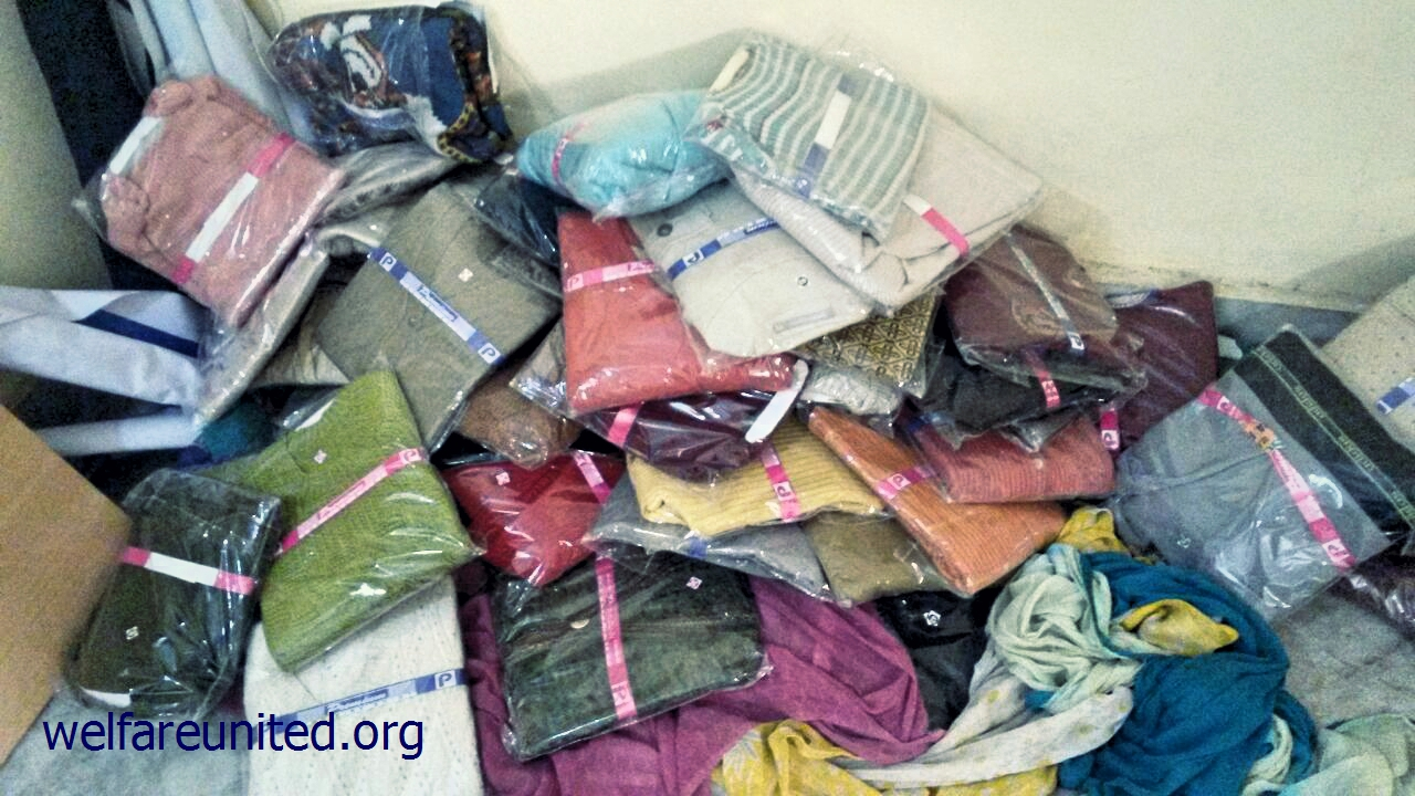 woolen clothes distributed near aiims delhi